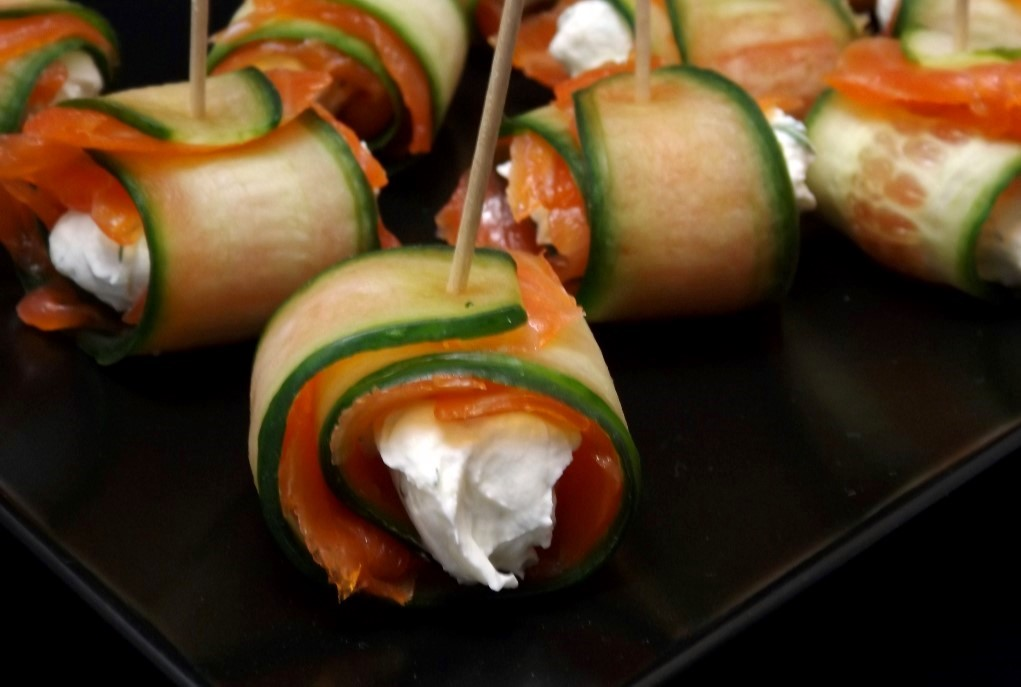 Cucumber smoked salmon and cream cheese roulades for Smoked salmon roulade canape